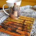 Puodelis kvapniai arbatai ir padėkliukas