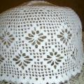 Balta kepurė prie tautinių rūbų
