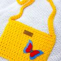 Nerta geltona rankinė 1