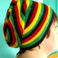 Rastamanietiška kepurė-vaivorykštė-2